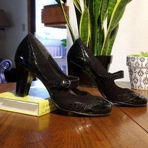 Aerosoles size 8.5 high heel shoes
